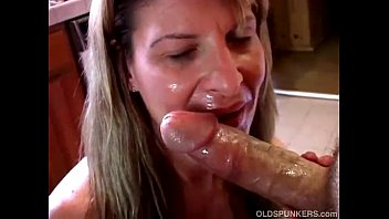 sexy mature amateur sucks cock