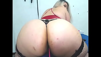 BBW with a giant ass twerking on cam