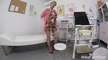 xxarxx hairy mom waiting for the doctor