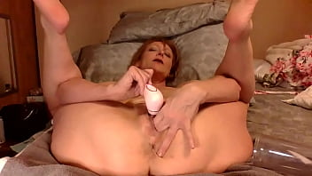 davey grey pumps her pussy