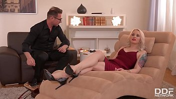 Client lola taylor gagged, blindfolded & fucked balls deep by therapist