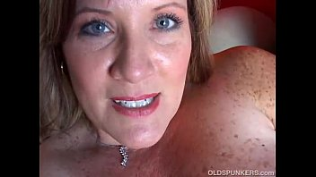 xxarxx Beautiful cougar has nice big tits