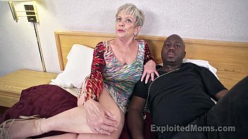Mature Grandma with Big Tits lets a Black Cock cum Inside her (中出)creampie Video