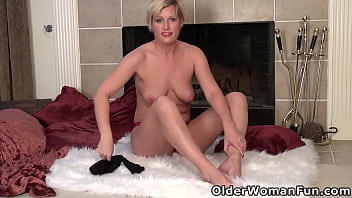 Mature blonde Diamond uses sex toy on her clit
