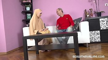 Download video sex Buxom muslim lady knows how tu suck a dick HD online