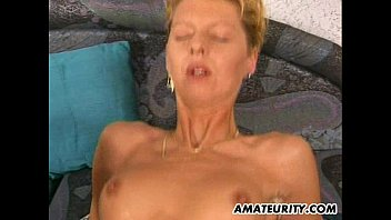 2 amateur Milf share one big cock with cumshot   Video Make Love