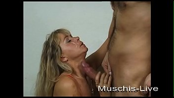 Blonde Milf wants to do an amateur video