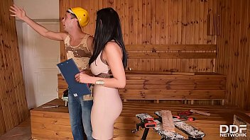 Handyman licks & bangs leggy babe Kira Queen's shaved wet pussy