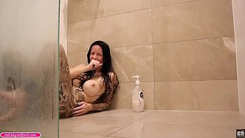 Milf laughing and farting fetish scenes in shower...