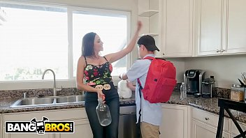 Bangbros - Juan El Caballo Loco Borrows Milk From His Busty Milf Neighbor Ariella Ferrera