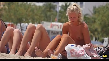 xxarxx Group of Sexy Topless Girls on Beach