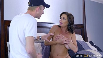 Brazzers - veronica avluv - mom got boobs