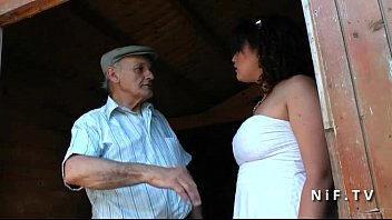 Chubby fucked by old man papy voyeur...