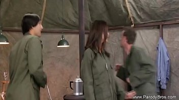 cover video Sexy Army Milf Getting Attention