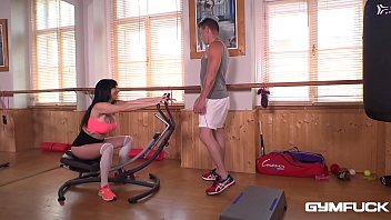 Gym Workout With Trainer Makes Milf Damaris Hungry For Cock in Her Mouth