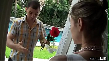 Lonely Housewife Bombshell Velicity Von Invites Stranger In For Crazy Ass Eating Sexual Encounter!