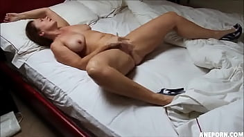 mature doll rubbing herself to orgasm