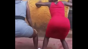 Kenyan girls twerking...