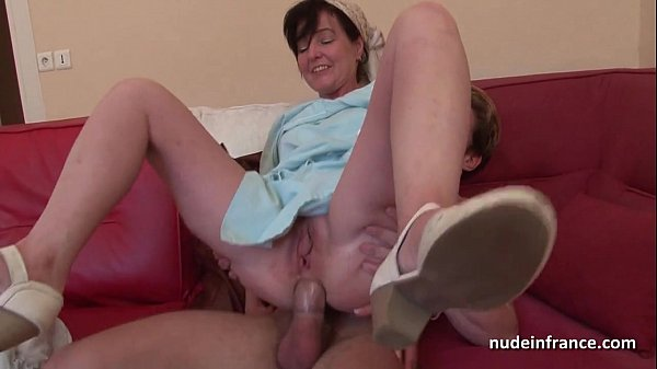 French mom Joyce Mifle gets analyzed on couch