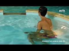 Libertinages - Cute girl stripping in a swimming pool