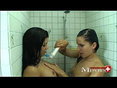 2 Bi-teens Amanda   Chiara enjoy showering games and cock