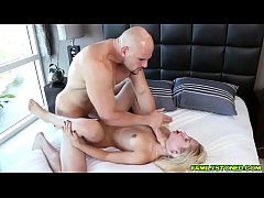Goldie Rush goes down to her knees and gives her step bro J a head