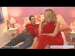 Nasty blondie Nicole Aniston gives oral sex