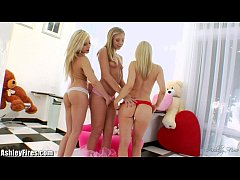 GAPING SESSION with your favorite blondes!