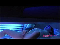 Hidden camera at the solarium ! - video