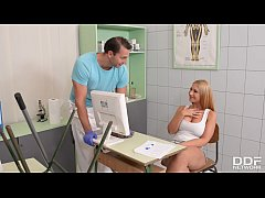 Sex goddesses Sensual Jane & Kyra Hot share stud's massive dick at the clinic