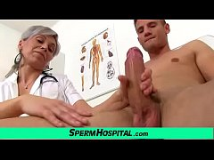 Clip sex Hot mature lady giving a handjob feat. dirty doctor Beate