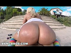 BANGBROS - Blondie Fesser Twerking Her Big Ass In Public (ap14366)