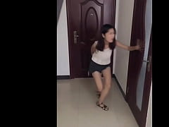 China Girls Very Desperate to Pee
