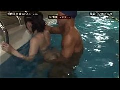sdjapenese girl fuck in pool