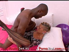 French Amateur mature squirting femme fon ...