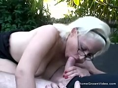 Clip sex Hot blonde amateur fucked outside on a trampoline