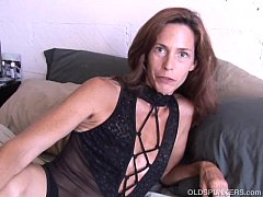 Clip sex Super sexy slim old spunker masturbates & fucks the cameraman
