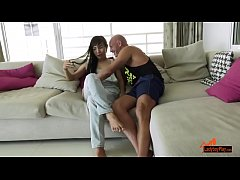 Ladyboy Kiwi takes it up the Ass