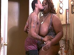 Big Ebony Shemale JuicyNikki gets head from a blatino