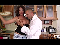 Busty British housewife takes a skull fucking for Breakfast