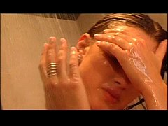 Teen Bulle Pee in Shower