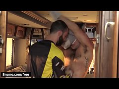 X sprot hunks Aspen and Stephen Harte ride hard and cum harder - Bromo