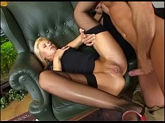Alice Miller is a perfect chick to perfom a sexy workout for Choky Ice