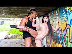 CHICAS LOCA - Russian teen babe Cassie Fire experiences BBC outdoors