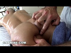 GAYWIRE - Straight guy Al Carter tries being gay with Spencer Reed