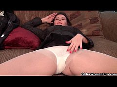 Pantyhosed business milfs jilling off
