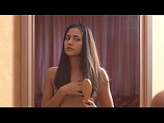 Beautiful teen Cira Nerri undressing