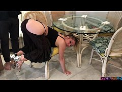 Clip sex Stepmom stuck under the table - Erin Electra