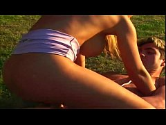 English slut knows how to give everything in fucking outdoors