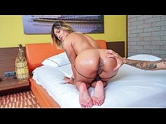 CARNE DEL MERCADO - Curvy Latina Camila Santos gets banged and eats two loads